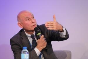 Patrick Oliva, Directeur de la Prospective et du Développement durable du groupe Michelin, intervenant à la conférence plénière