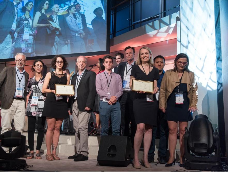 """L'équipe des Achats de Bouygues Telecom (à droite), a reçu le Trophée des Achats le 19 juin, dans la catégorie """"Achats durables et responsables"""". Crédits : www.tropheesdesachats.fr"""