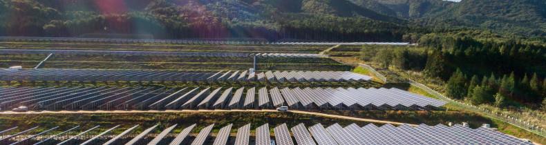 Noheji, Aomori Prefecture, Japon, 5 octobre 2017 - Sur le chantier de la ferme solaire de Noheji, réalisé par Bouygues Energies et Service  en collaboration avec la société Toho. La ferme solaire devrait alimenter en energie environ 3000 foyers.